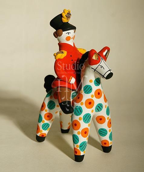 офицер на лошади